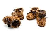 Zapatos de mimbre pequeño decorativo — Foto de Stock
