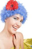 Positiva ragazza con i capelli blu — Foto Stock
