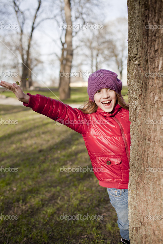 Smiling school age girl is in the park in sun day — Stock Photo #10391668