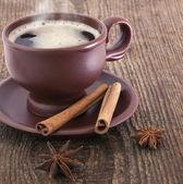 Tazza di caffè con cannella e anice — Foto Stock