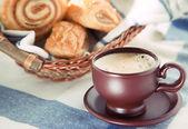 Cup of cofee with cinnamon Danish bun — Stock Photo
