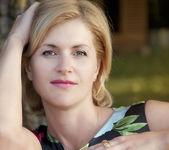 Jonge blonde vrouw portret — Stockfoto