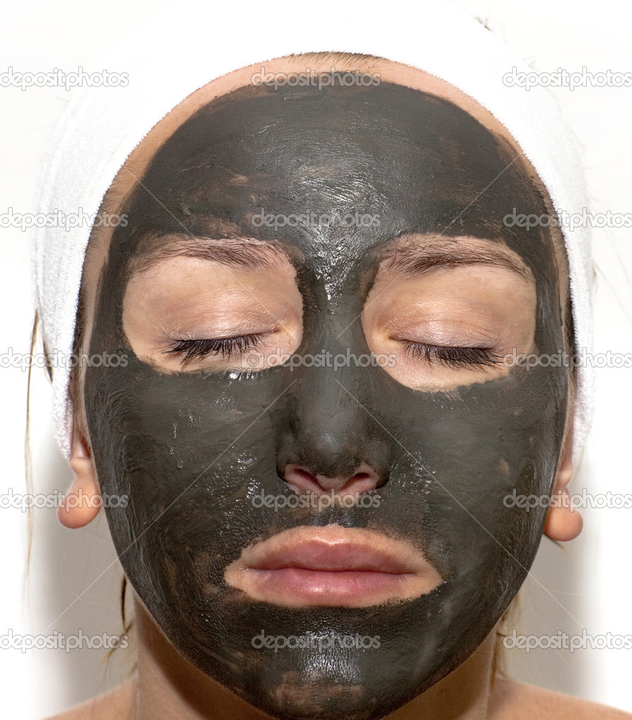 How to Apply a Mud Mask