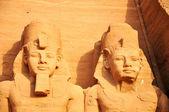 Landmark of the famous Ramses II statues at Abu Simbel in Egypt — Stock Photo