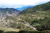 пейзаж зигзагообразные горные дороги — Стоковое фото