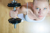 Woman lifting dumbbell in gym — Stock Photo