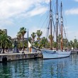 Foto Stock: Big sailboat in Barcelona harbour for romantic travel.