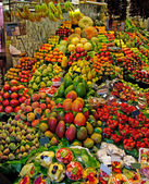 La Boqueria fruits stall. World famous Barcelona market, Spain. — Stock Photo