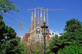 Street light in the park near Sagrada Familia. Barcelona, Spain. — Stock Photo