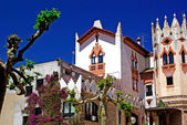Church with beautiful architecture and garden. Lloret de Mar, Co — Zdjęcie stockowe