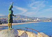 Bronze statue of woman looking to the sea. Lloret de Mar, Costa — Stock Photo