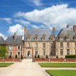 Old french nobility mansion with beautiful garden and architectu — 图库照片