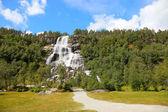 Norweski wodospad, skandynawskie Europie latem. — Zdjęcie stockowe
