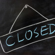 'Closed' word written on chalkboard — Stock Photo