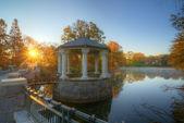 Paviljong på sjön — Stockfoto