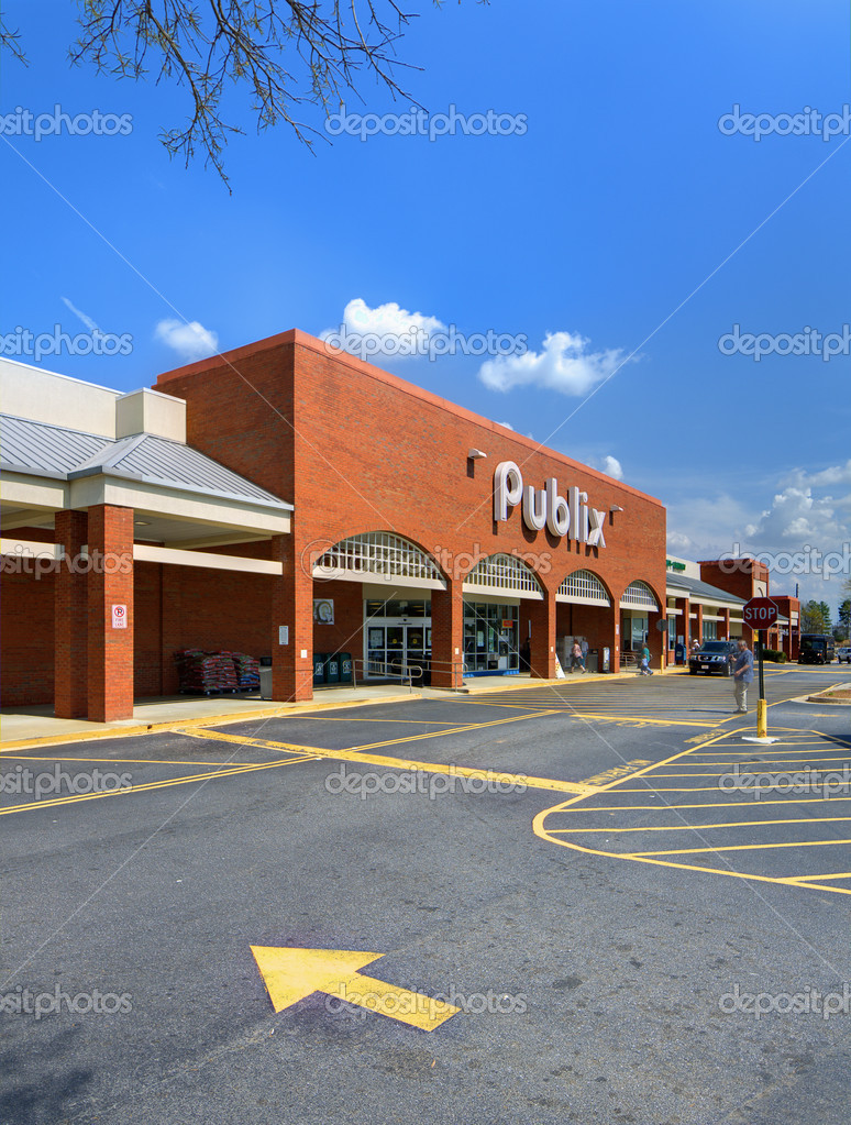 ATHENS, GEORGIA - MARCH 15: Publix Grocery Store March 15, 2012 in Athens, GA.  Based on 2011 revenue, Publix is the fourteenth-largest US retailer. — Stock Photo #9555349