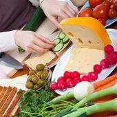 Préparation de sandwichs végétariens — Photo