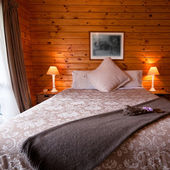 Lodge bedroom interior detail — Stock Photo