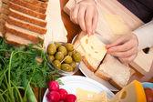 Peynirli sandviç hazırlık — Stok fotoğraf