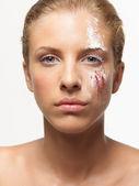 красота портрет женщины цветные порошки на лице — Стоковое фото