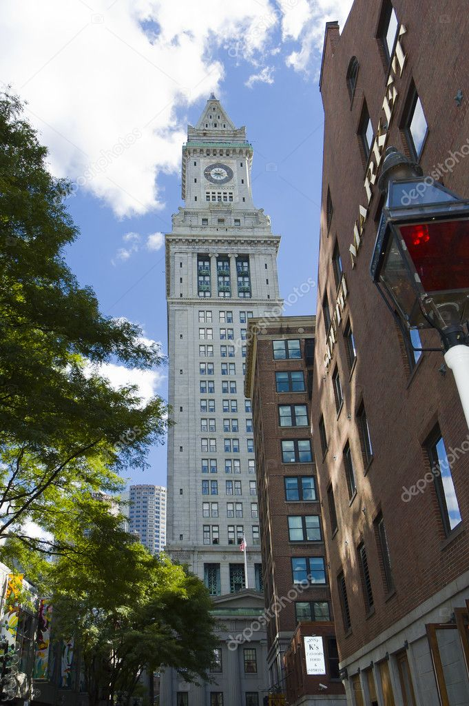 Boston skyscraper  including customs house clock tower  high 496ft, old South market building and lamppost, Massachusetts — Stock Photo #10533952