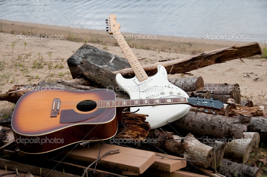 Jazz and classic guitars on the beach on a pile of woods — Foto Stock #8905558