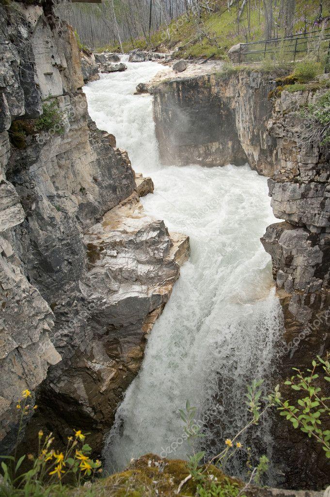 Ca n de m rmol parque nacional kottenay foto de stock for Marmol nacional precios