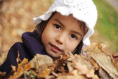 A girl playing with the leaves — Stock Photo