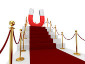 Czerwony dywan na schody i duży magnes powyżej. — Zdjęcie stockowe