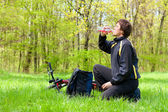 Сyclist Quenches the Thirst of Drinking Water on a sunny day — Stock Photo