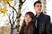 Junge schöne glückliche paar in liebe im freien — Stockfoto