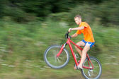 Cyclist extreme riding a bicycle. The image is not in focus — Zdjęcie stockowe
