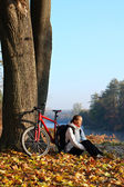 Happy woman cyclist enjoy the recreation autumn in nature — Stock Photo