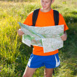 Man traveler read the map — Stock Photo