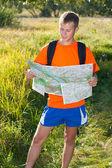 Man traveler read the map — Stock Photo