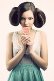 Vintage girl with lollipop, she looks at right, she has a sly ex — Stock Photo