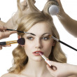 In beauty salon, the girl looks at right — Stockfoto
