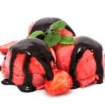 Strawberry ice cream — Stock Photo #10679218