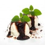 Vanilla ice cream with chocolate topping — Stock Photo #10679222