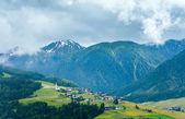 Vista de país de la montaña de verano. — Foto de Stock