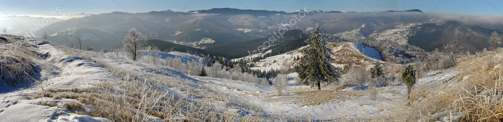Winter panorama of mountain ridghe (Jaremcha resort outskirts, Ukrainine, Carpathian Mt's) — Stock Photo #7994763