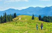 Zomer plateau berglandschap en familie — Stockfoto