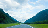 Alpine road summer view — Stock Photo