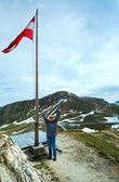 австрийский флаг выше альпы горы — Стоковое фото