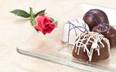 Organic hand crafted chocolate and rose — Stock Photo