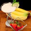 Fresh bananas strawberry and s cocktail — Stockfoto