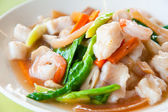 Seefood and Noodles in a Creamy Sauce : Guaitiao Rad Na : delicious traditi — Stock Photo