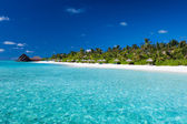 Tropical island with sandy beach and pristine water — Stock Photo