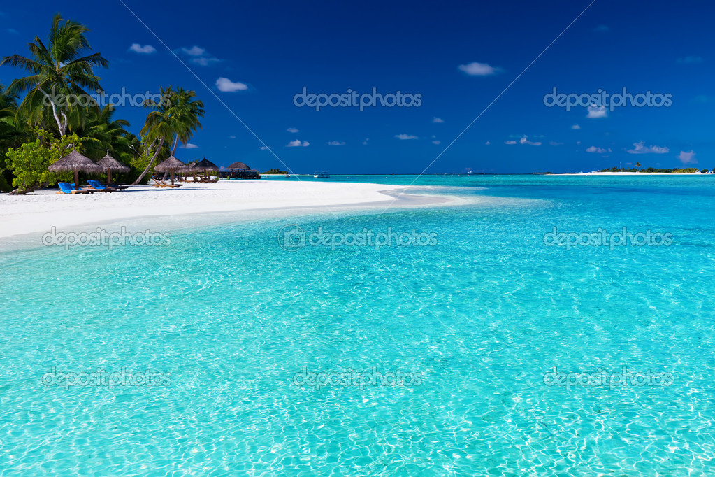 Palm trees over stunning lagoon and white sandy beach — Stock Photo #8286530