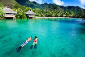 Young couple snorkeling in clean water over coral — Stok fotoğraf
